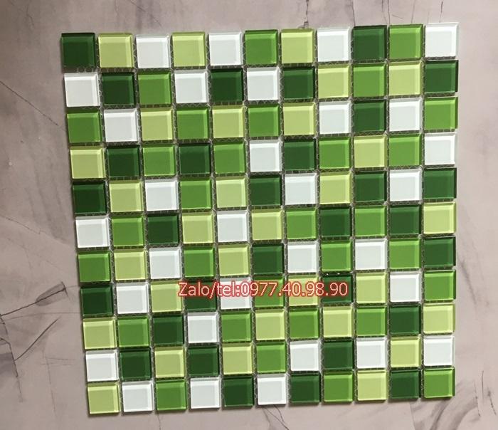 mau gach mosaic xanh la
