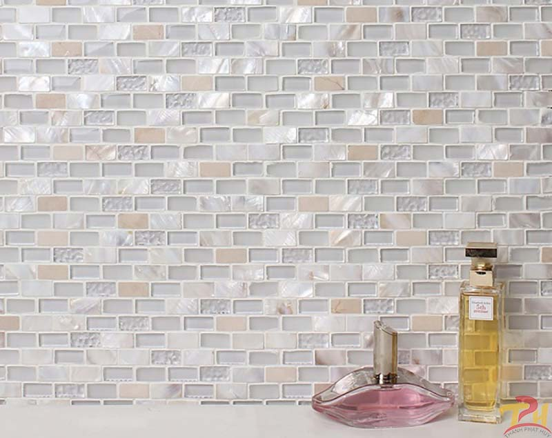 gach-mosaic-thuy-tinh-op-tuong-phong-tam